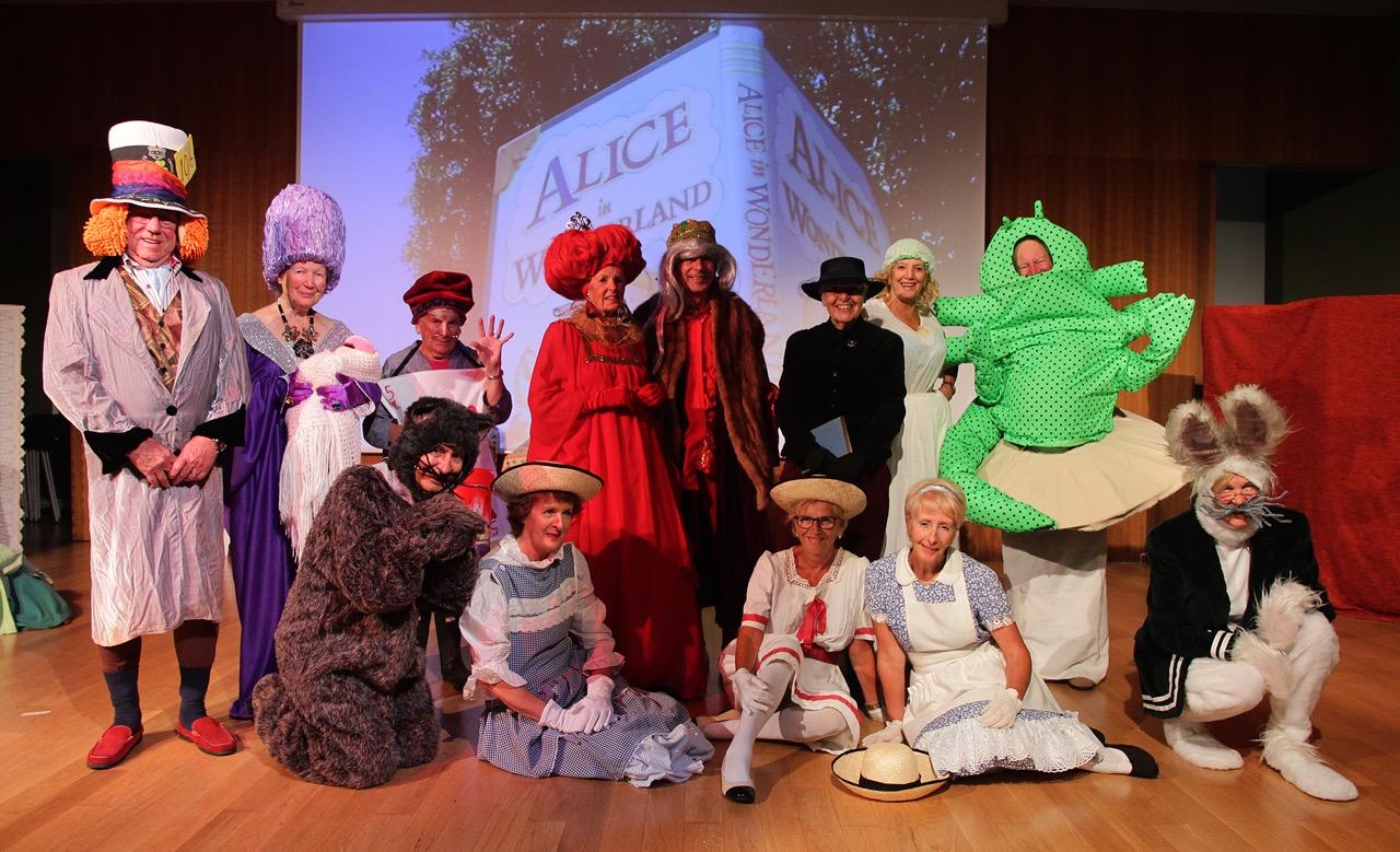 Drama Group performs Alice in Wonderland to an overflowing Salón de Actos