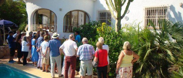 Pascual of Paichi garden centre talks the Gardening Group through all the lovely plants in Debby Williams' garden, October 2013.